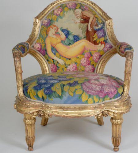 Fauteuil en bois doré et tapisserie de Beauvais ; bois de Paul Follot et carton de Jean Weber sur « Les contes de Perrault », « La Belle au Bois-dormant ».
