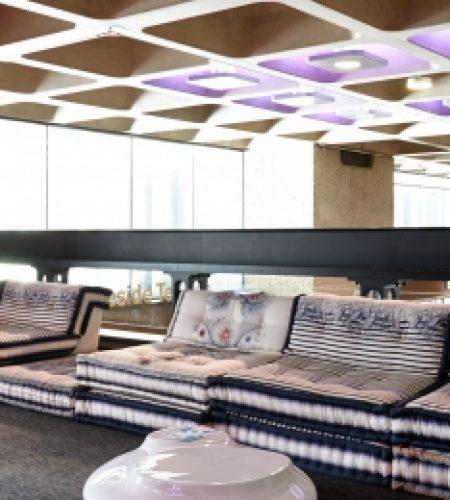 Jean Paul Gaultier : Mise en scène des produits Roche Bobois Exposition au Barbican de Londres