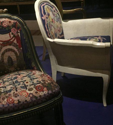 Chaise 1925 tapisserie de Beauvais – Le Parc et bergère 1932 tapisserie de Beauvais – Les rubans – Exposition Sièges en société